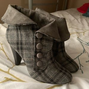 Diba grey and black pattern botties
